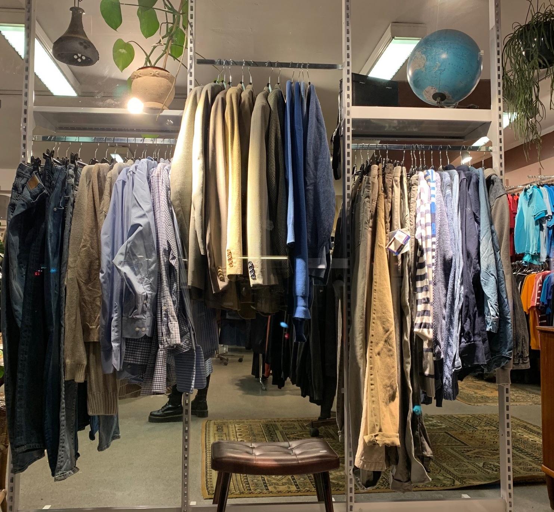 Brukte møbler, klær og krims i Oslo Fretexbutikken i Ole